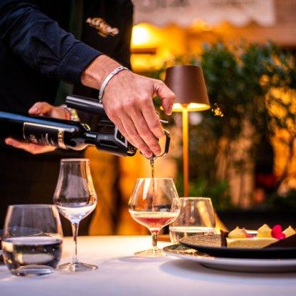 Tavolo dettaglio vino