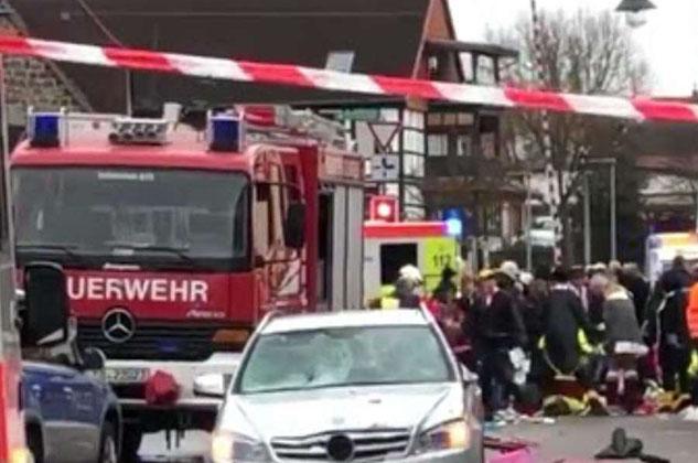 Auto sulla folla in Germania: almeno 4 vittime e 30 feriti
