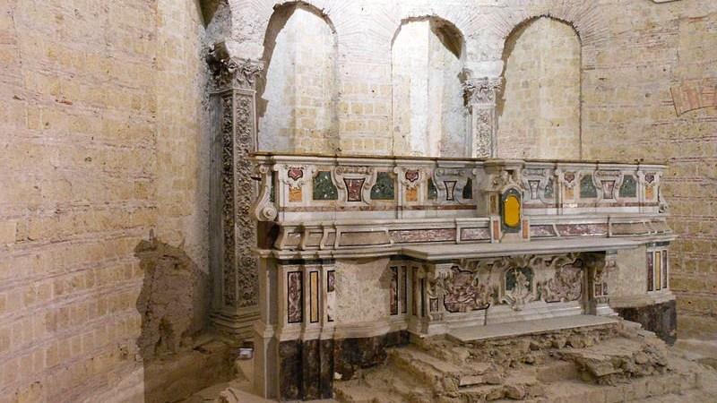 """""""L'arte eterna"""" nella basilica di San Giovanni Maggiore Dal 14 al 26 giugno dieci artisti in mostra nel cuore storico di Napoli"""