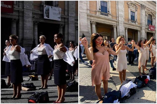 """Fash mob delle hostess Alitalia al Campidoglio, si spogliano delle loro divise, rimanendo in sottoveste: """"Noi siamo Alitalia"""""""