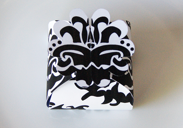 Black-Damask-favor-box-flower-printable