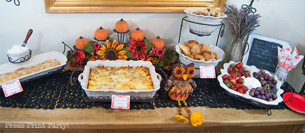 Fall-party-table-with-red-damask