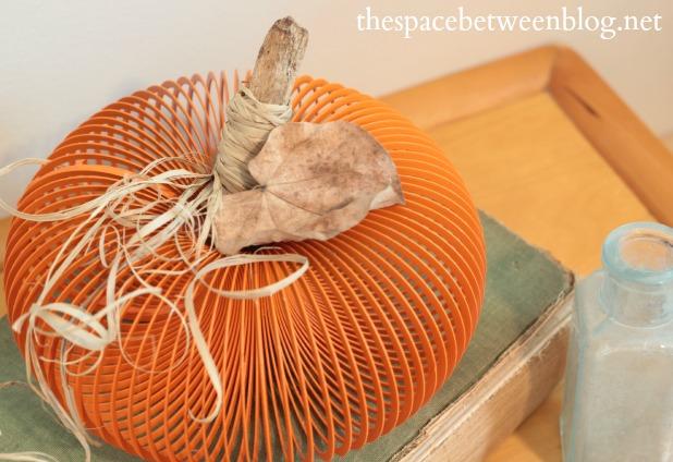 pumpkin-craft-from-a-slinky-leaf