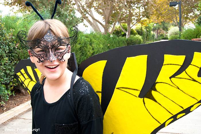 Girls with butterfly costume open wings - Press Print Party!