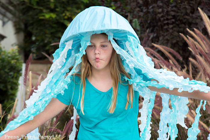 Girl with jellyfish costume for Halloween. Blue and white tentacles. how to make a jellyfish costume - light up costume - led - Jellyfish hat - Press Print Party!