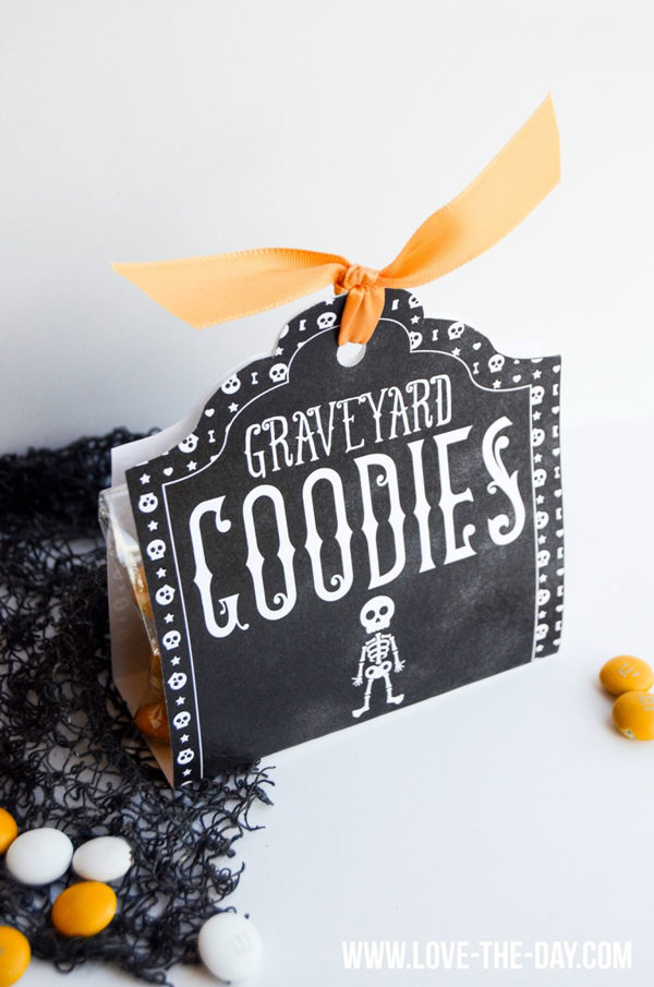 Free Halloween Printables - treat bag - List by Press Print Party!