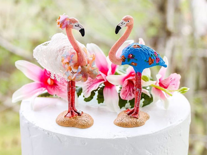 cake with flamingos and flowers for party