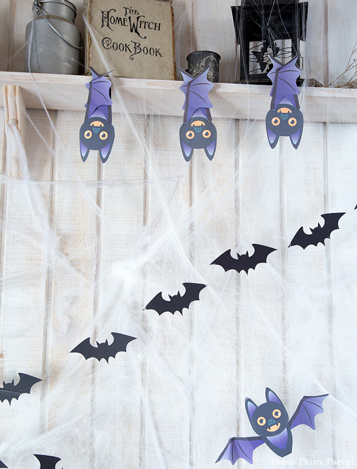 Free printable Halloween craft for kids - printable bat on a black pumpkin - Press Print Party! DIY Halloween decoration ideas. Bat Garland with hanign bats
