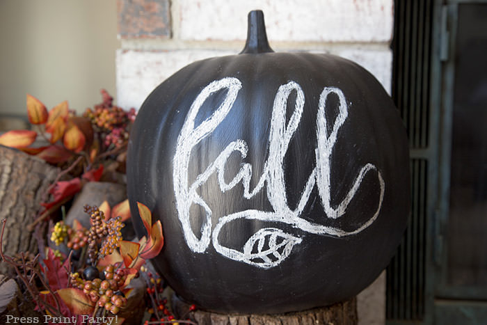 DIY Chalkboard pumpkin how to do chalk lettering with free printable designs and instructions- Black chalkboard pumpkin with Fall for easy fall decorations- Press Print Party!