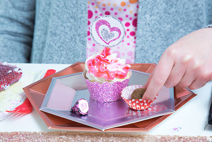 Glitter cupcake wrapper and toppers with heart for valentine's day and chocolate truffle - Press Print Party!