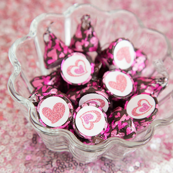 Hershey Kisses lava cake with free printable glitter heart labels. Galentine's day party ideas for teen - Press Print Party!