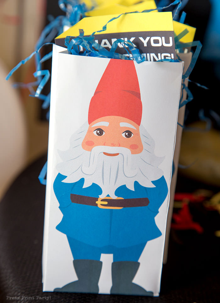 Favor bag with travel gnome - The amazing race party ideas - Press Print Party!