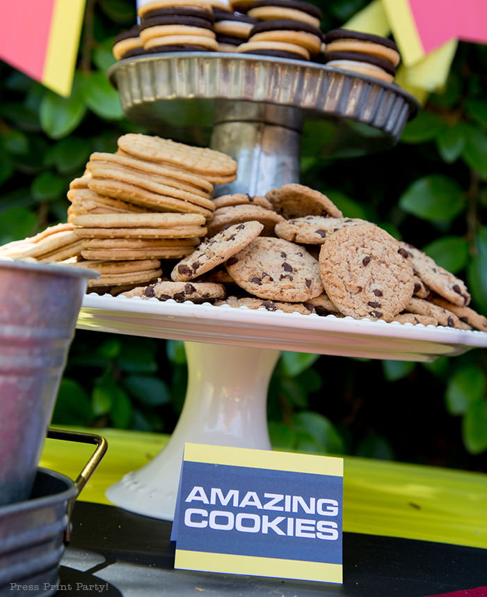 cookies and place cards - The amazing race party ideas - Press Print Party!