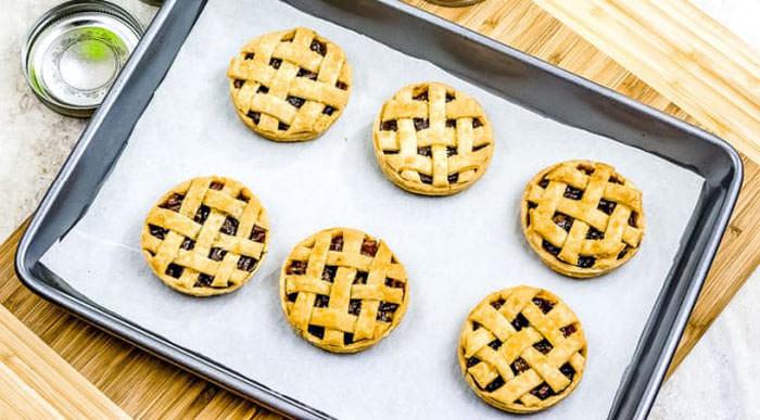 mini pumpkin pies - Cute desserts for thanksgiving