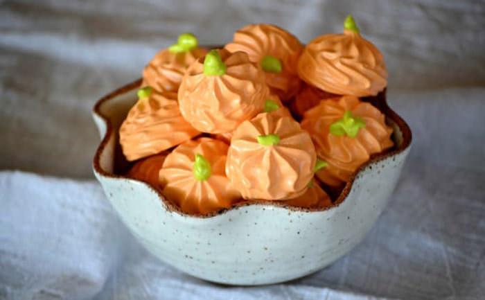 pumpkin spice meringues - Cute desserts for thanksgiving