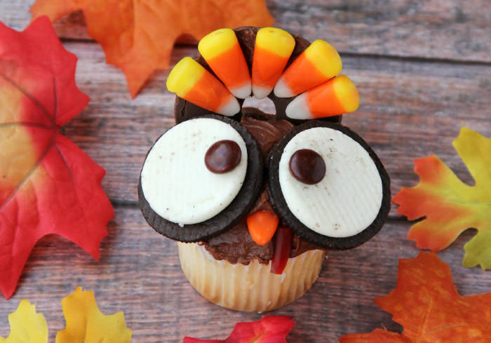 wide eyed turkey cupcake - Cute desserts for thanksgiving