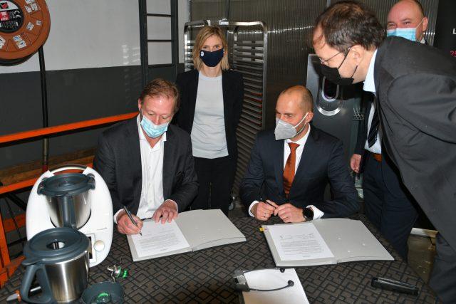 partenariat entre Bourgeat et Vorwerk : signature en de Agnès Pannier-Runacher