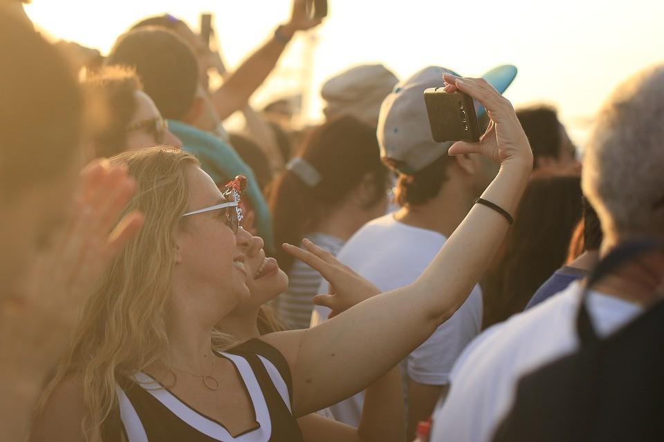 Praktische Gadgets für mehr Nachhaltigkeit bei Musikfestivals Foto: Pixabay.com / OrnaW