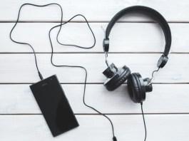 headphones smartphone technology music listening black vintage free time 722530