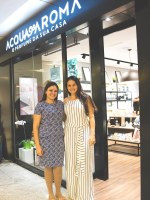 À esquerda, Ana Caroline Ribeiro, franqueada em MT ao lado de Nayana Pedreira, diretora administrativa da Acqua Aroma / Créditos: Divulgação Acqua Aroma