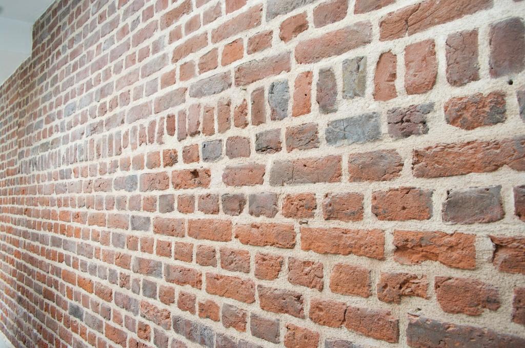 comment refaire les joints d 39 un mur en brique ou en pierre. Black Bedroom Furniture Sets. Home Design Ideas