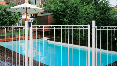 Barri re de protection de piscine avec points d 39 acc s for Protection piscine
