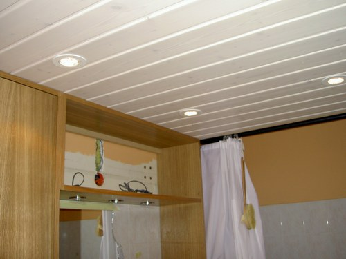 Poser un faux plafond suspendu et lumineux for Pose plafond suspendu