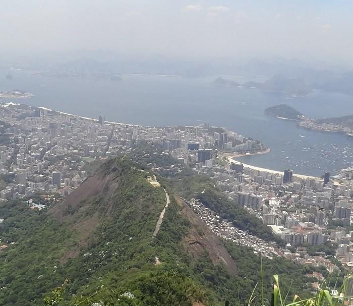 Qué moneda conviene llevar a Brasil con el cepo cambiario