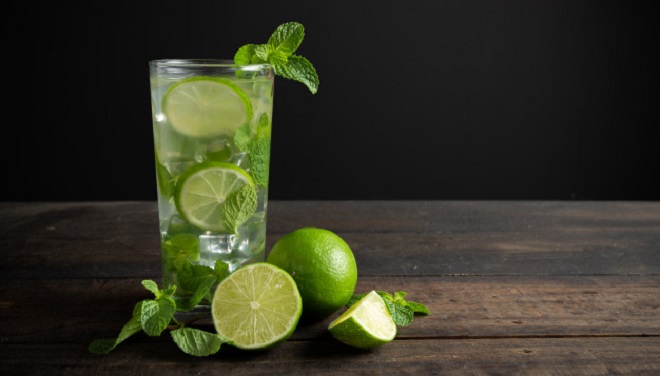 mojito-drink-with-lime-lemon-mint-wood-table_1150-12269 jcomp