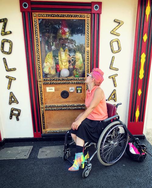 zoltar-fortuneteller-ryeplayland-prettycripple