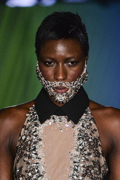 Diamond Beard by ON AURA TOUT VA couture fashion week 2015