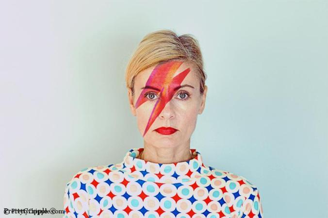 Female David Bowie impersonator - Pretty Cripple