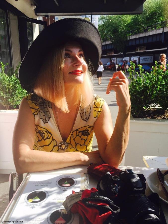 Scoop NYC sunhat - wheelchair fashion blogger