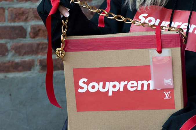 DIY customized Supreme handbag trend