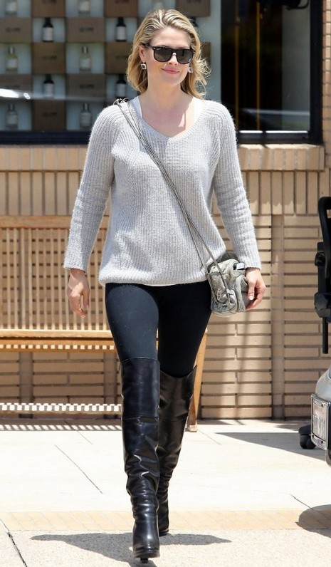 5 Shoes For Pairing Your V Neck Sweater Pretty Designs