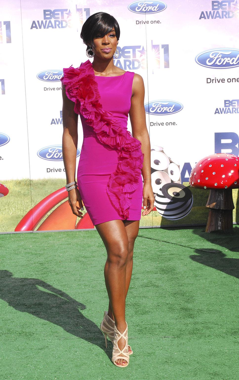 16 Ways To Wear The Pretty Little Pink Dress Trends