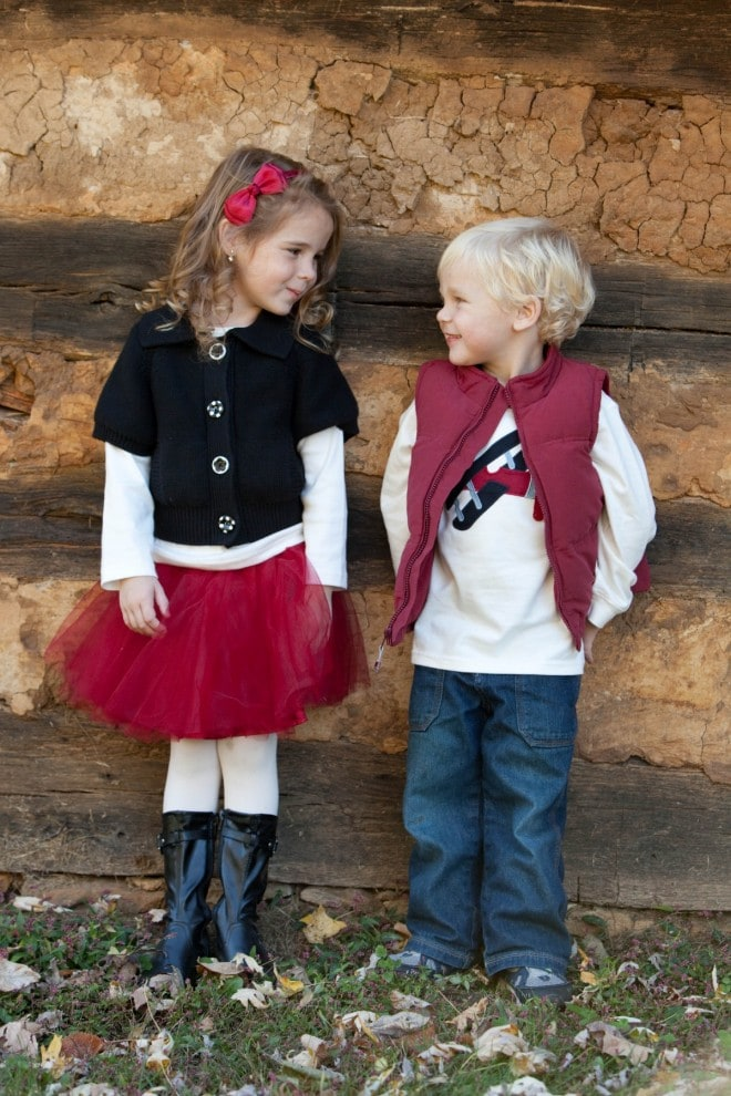 What to Wear in Family Photos - ExtraordinaryMommy.com