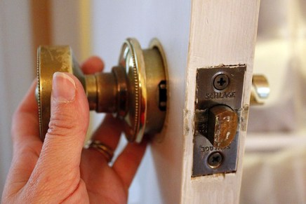 Changing_out_brass_door_knob