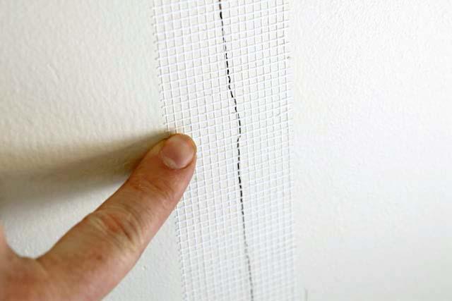 Cracks in Drywall Mesh Tape over Crack