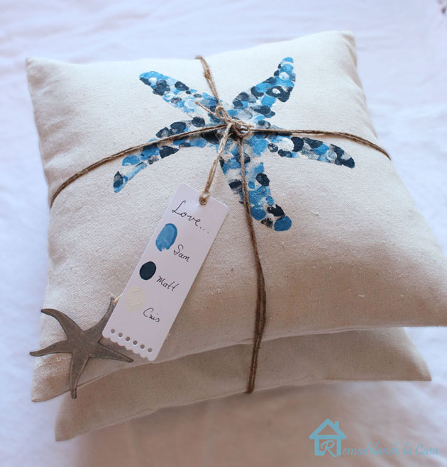 easy sewing projects to help you learn to sew - thumbprint envelope pillows
