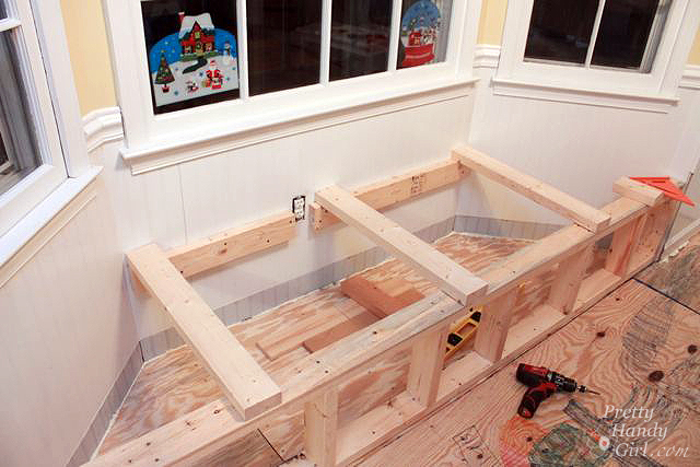 add bench support posts to bay window