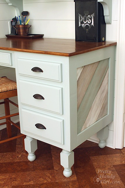close_up_desk_drawers_side