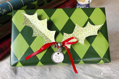 Holly Leaves Gift Wrap