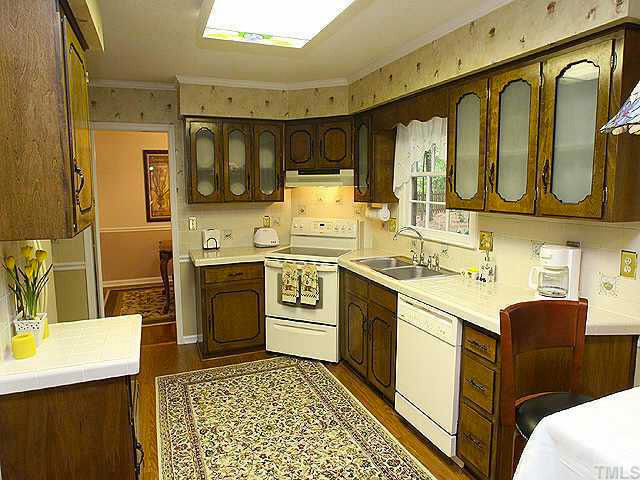 wallpapered-kitchen-five-fifteen-and-change