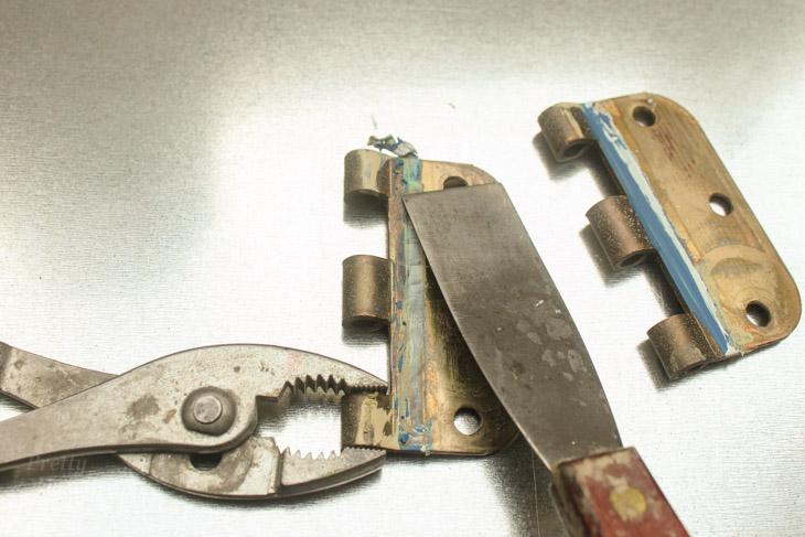 2 Ways to Remove Paint from Metal Door Hinges