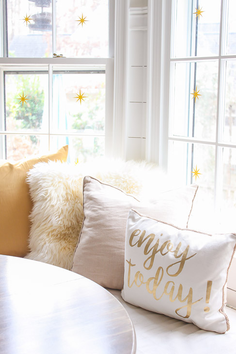 gold-white-holiday-pillows