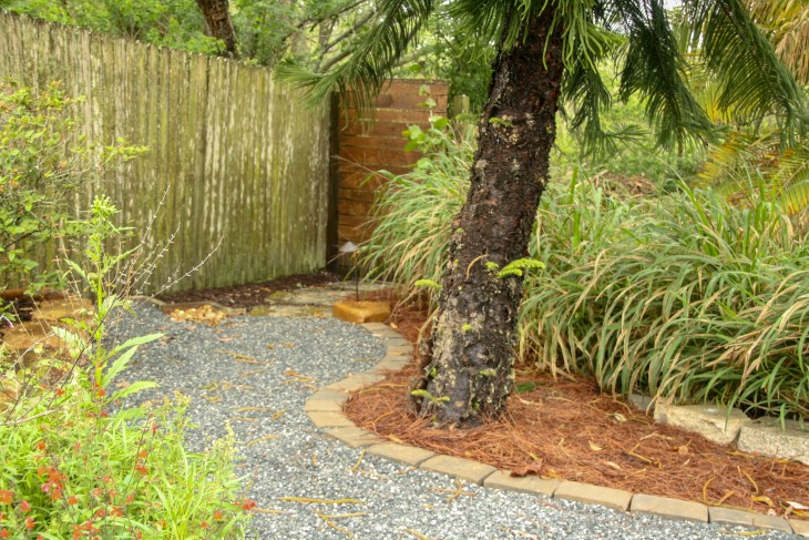 Installing Concrete Paver Edging, How To Lay Pavers Garden Edging