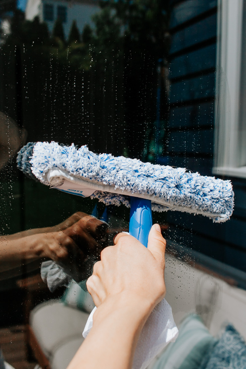 Scrub your Windows Clean