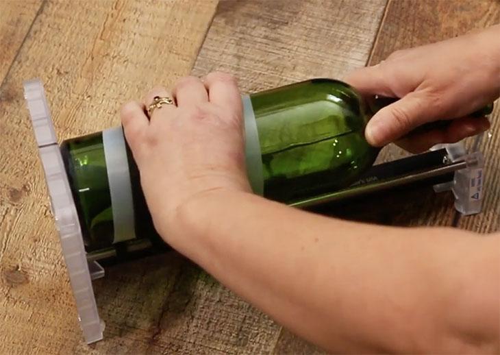 turning bottle to cut