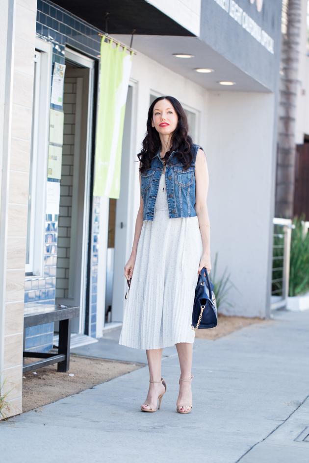 Lisa Valerie Morgan wears Abercrombie & Fitch Dress